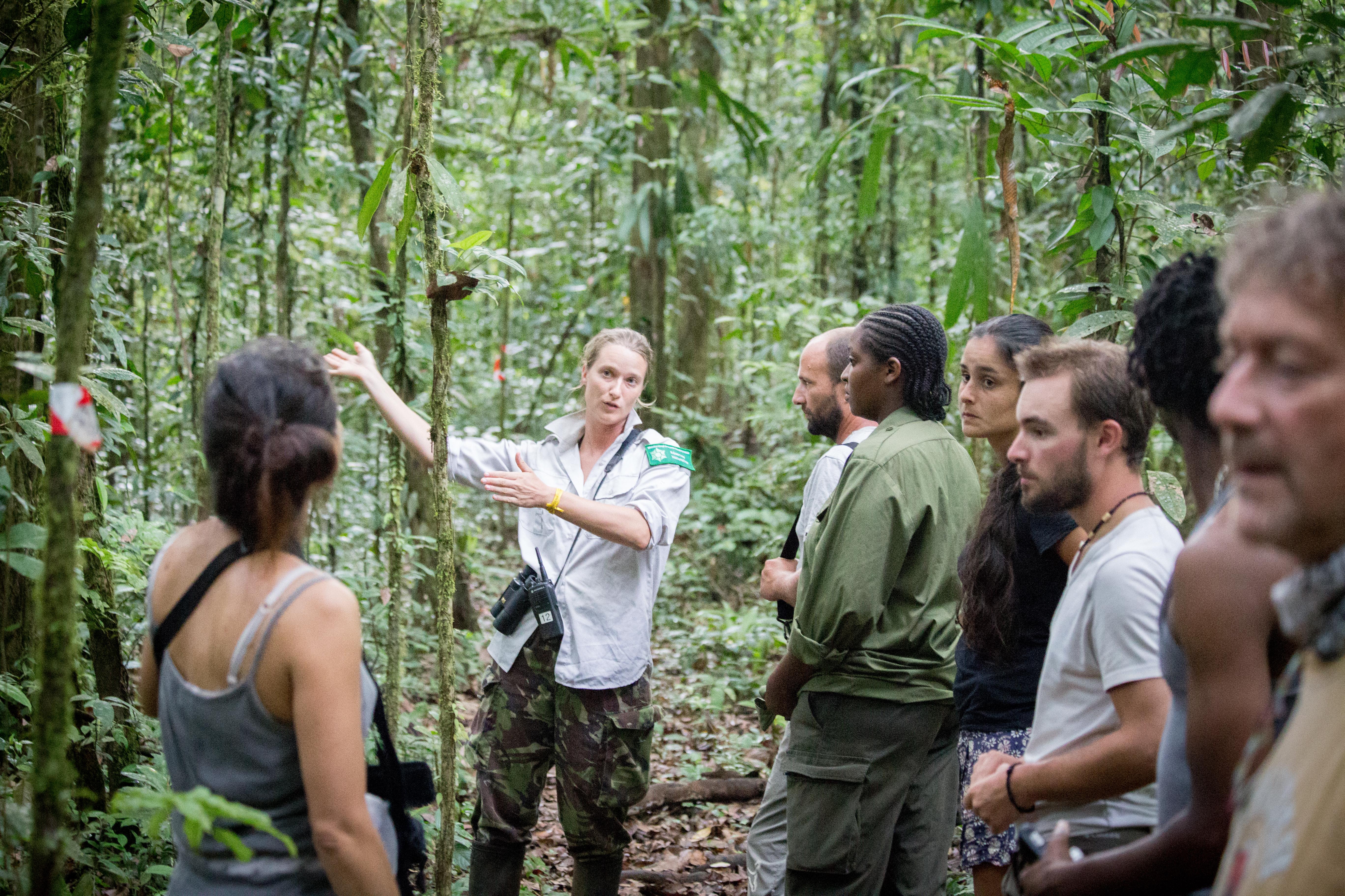 4-promenade sur le layon muséum-rencontre avec 2 chercheurs
